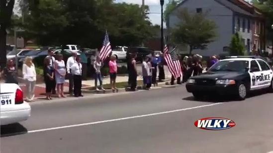 Raw video: Jason Ellis funeral procession moves through Bardstown
