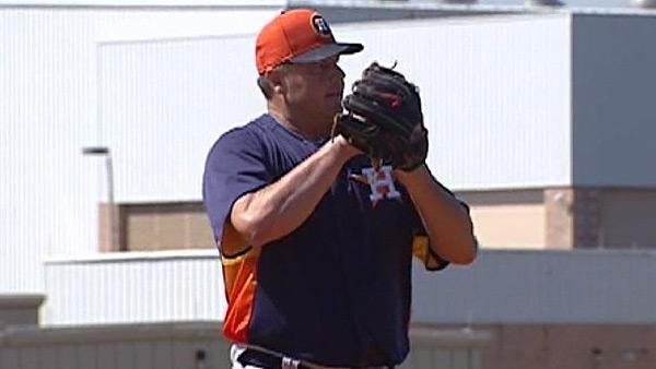 Clemens throws BP at Astros' Spring Training