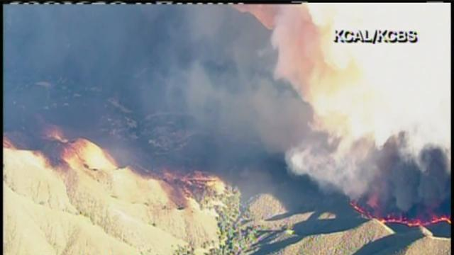 Powerhouse Fire moves towards Palmdale