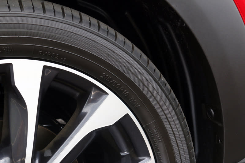 CX-3的輪胎規格也幾乎是專屬限定的。