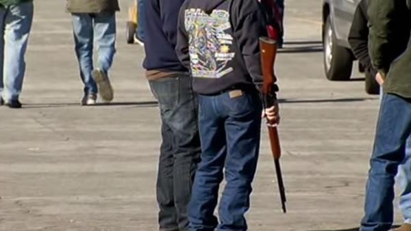 Bill would require approval of gun shows at Cow Palace