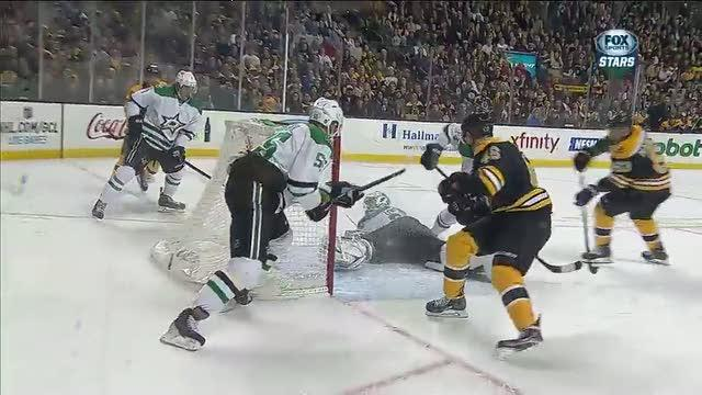 Kari Lehtonen makes a sprawling save