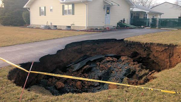 Bethlehem sinkhole blamed on broken sewer line (PHOTOS)