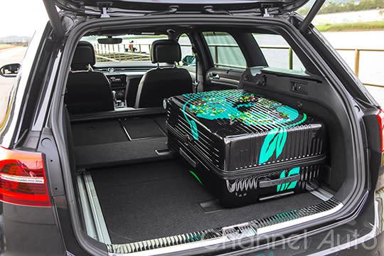 性能車也可以很實用,Passat 380 TSI R-line Performance的置物空間表現依舊優異。