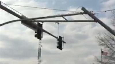 RAW VIDEO: Truck Hits Pole, Stops Traffic