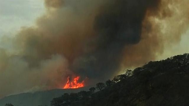 Wildfire forces thousands from Calif. mountains