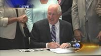 Quinn signs south suburban airport legislation
