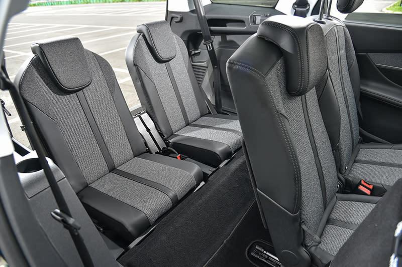 第三排座椅空間依然保有一定程度的實用性,特別是第二排座椅可前滑的設計,確保第三排乘客腿腳部位的舒適性。