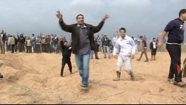 Gaza crowds surge at Israel border fence, 1 dead