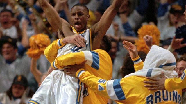 Memorable Moment: Inside the huddle before a buzzer-beater