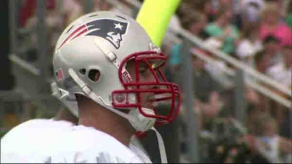 Arrest warrant issued for Patriots Aaron Hernandez