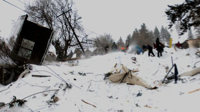 Avalanche destroys several homes in Montana