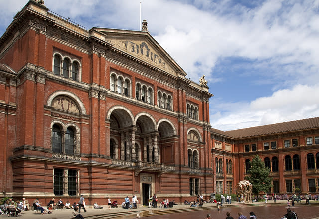 V and A 2