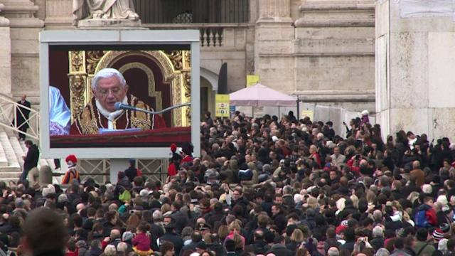 Pope calls for peace in Christmas message