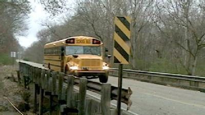 School Buses Still Cross Dangerous Hinds County Bridge