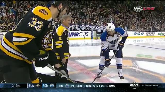 Bobby Orr drops ceremonial puck