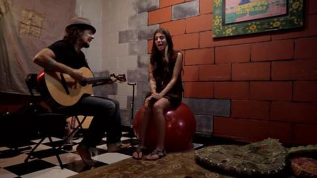 Celebs - Christina Perri and Jason Mraz, Live from Jason's Dressing Room, in an Exclusive Backstage Video