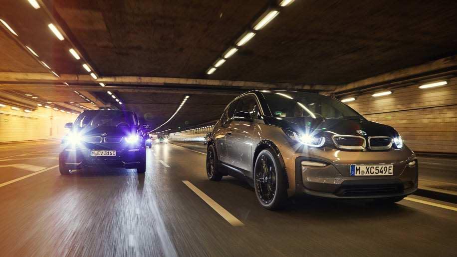 這次BMW i3/i3s皆大幅提高續航力,最大關鍵在於採用高能量密度鋰電池組,充飽電力可達到153英里續航力。