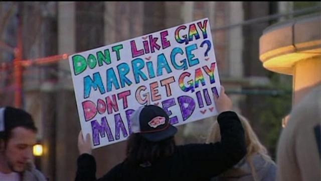 Gay marriage bill in Illinois delayed until fall