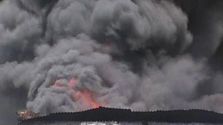 Huge fire at shoe factory in Agra