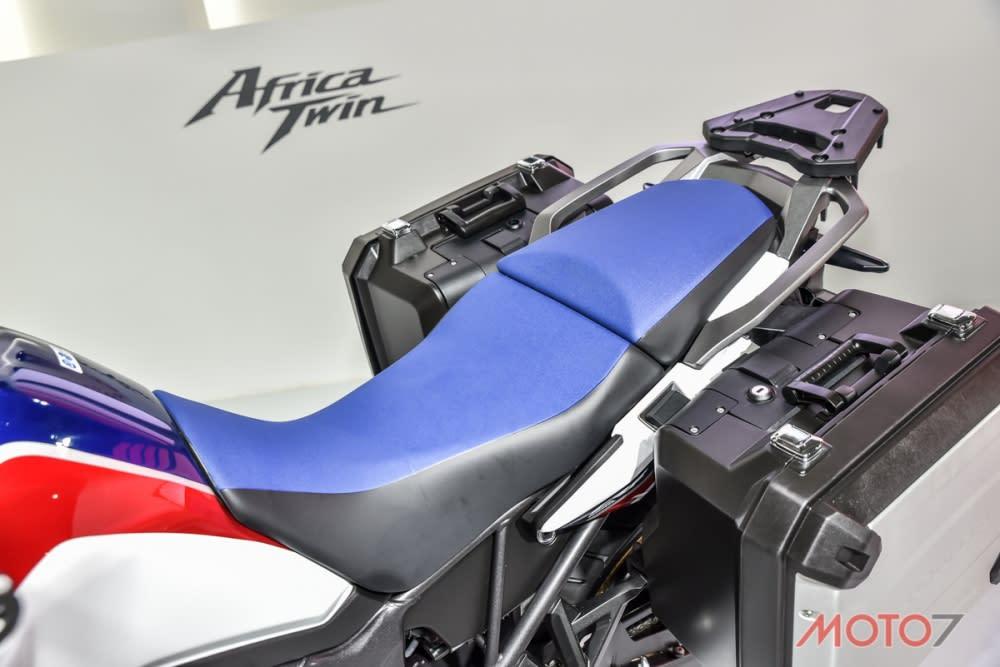 越野車坐墊的設計也較為窄。