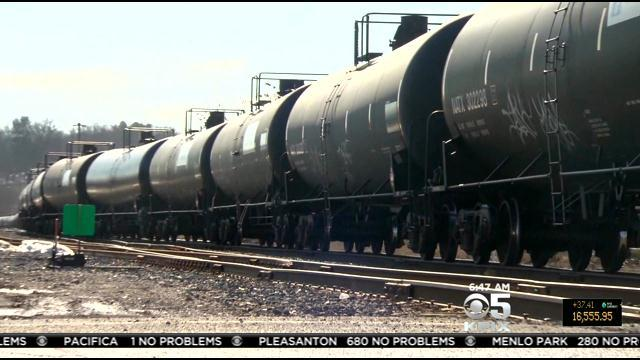 Towns Must Be Warned Before Trains Loaded With Crude Oil Pass By