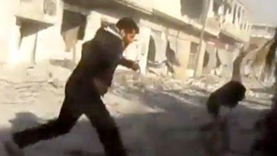 Raw: Syrians run for cover in fresh airstrikes