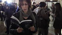 Milano, i lettori invadono la Galleria: flash mob per BookCity