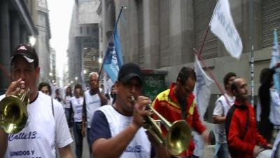 Argentines March to Support Fernandez's Recovery