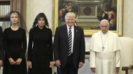 dbbbb9756f42 Melania and Ivanka Trump Follow Vatican Dress Code and Wear Black ...
