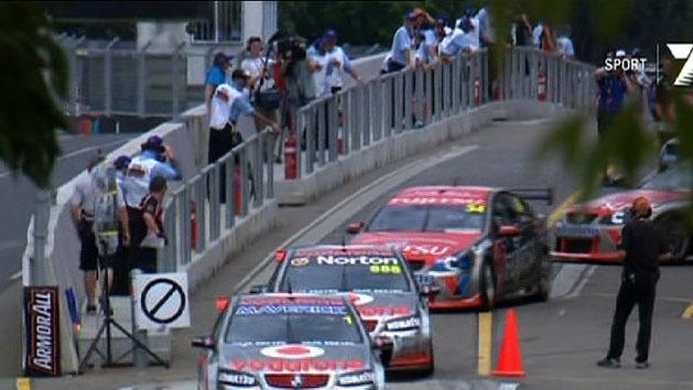 V8 Supercars roar into Sydney