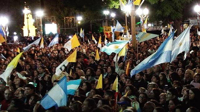 Thousands celebrate Pope Francis inauguration in Argentina
