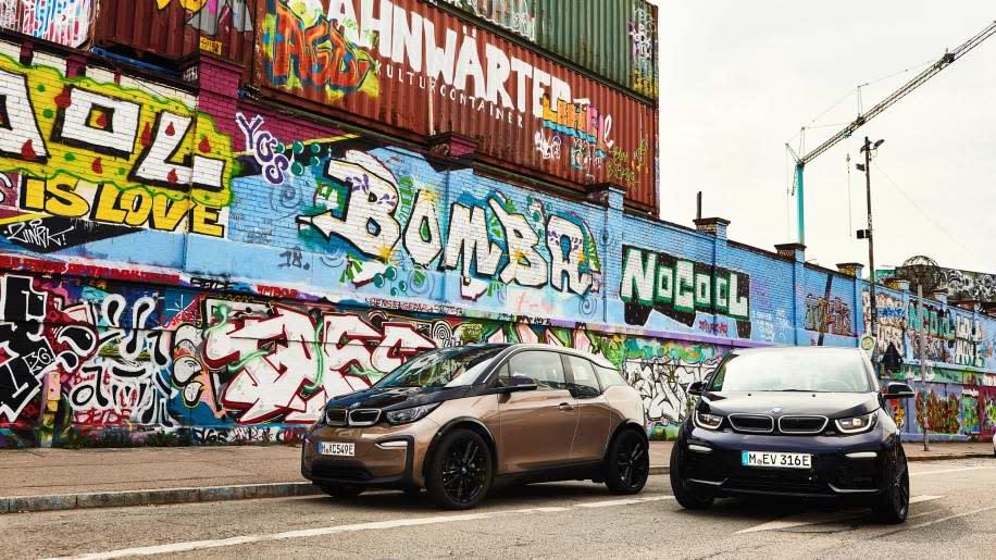 有動感電動車稱號的BMW i3/i3s將在年底推出小改款,皆採用高能量密度鋰電池組,可達到153英里續航力。