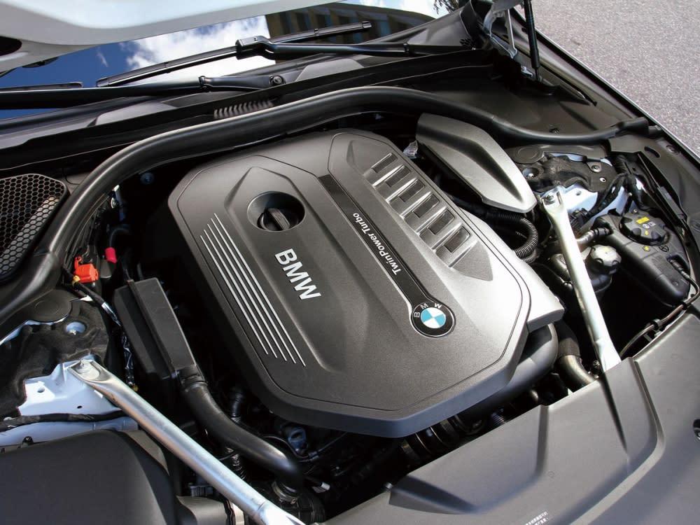 3.0升L6雙渦輪增壓引擎,可輸出最大馬力326hp和最大扭力45.9kgm。