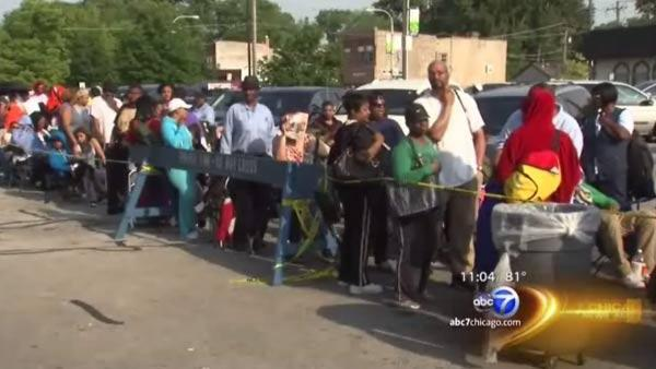 Long lines as Illinois residents seek flood assistance on deadline day for food aid