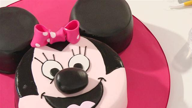 How To Decorate A Minnie Mouse Cake