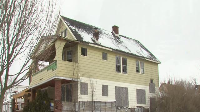 5pm: Congress members cleaning up vacant homes