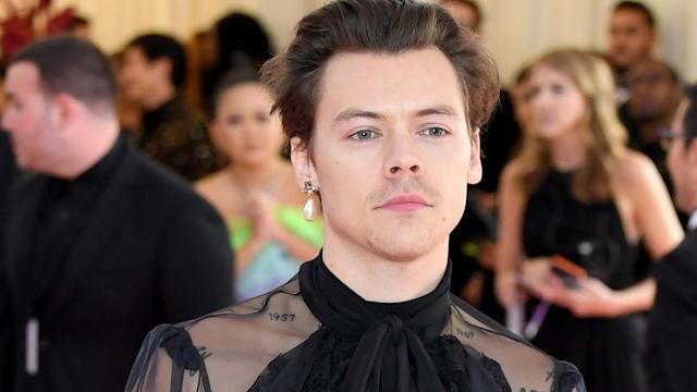 ppcbhas ho4txm https www yahoo com lifestyle aoc defends harry styles wearing dress british vogue 203201604 html