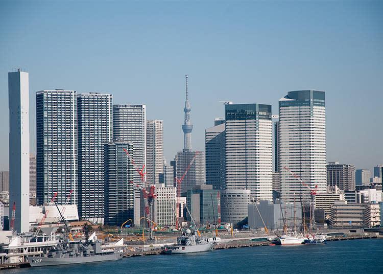 在櫛比鄰次的高樓大廈之間找到了晴空塔,塔身比剛才的東京鐵塔更加細長。夜晚的點燈美得讓人目不轉睛。
