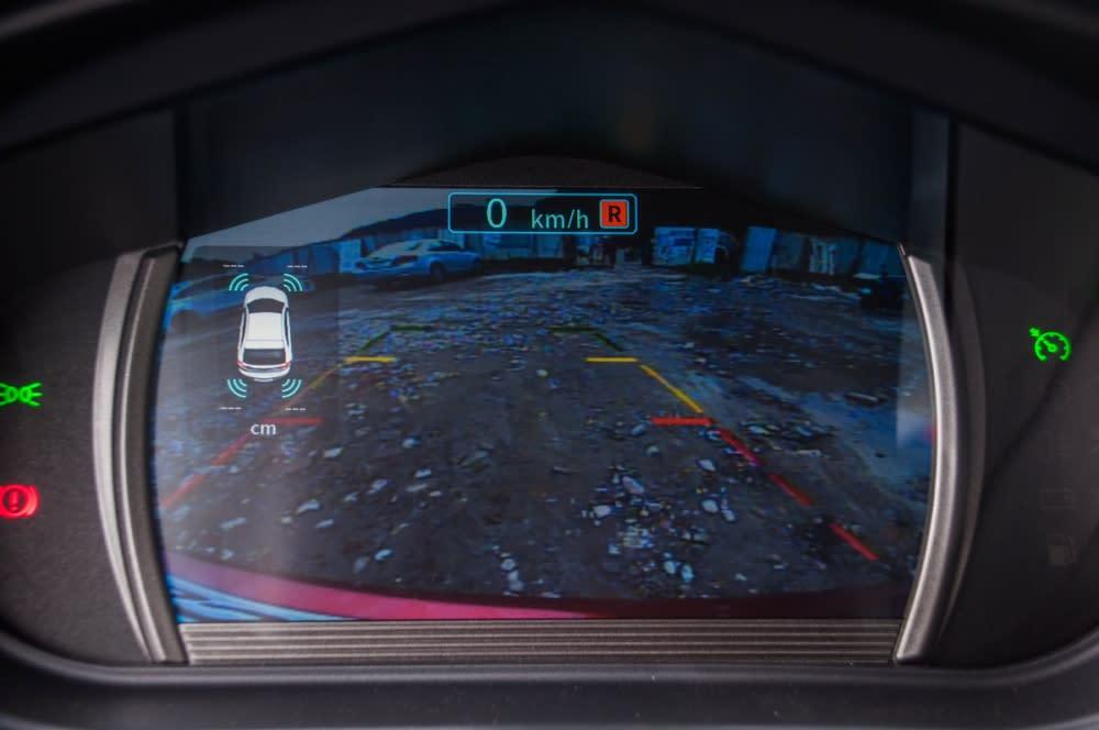 倒車顯影也會顯示在數位儀錶上,不僅安全也更加方便