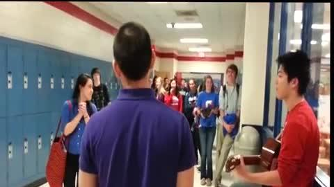 Guy Asks Girl to Prom With Jason Mraz Song!