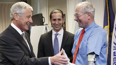 Hagel Gets Preview of New High-tech Projects