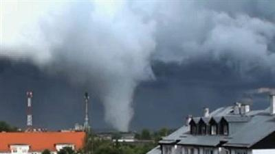 Tornado kills 1, injures 10 in Poland