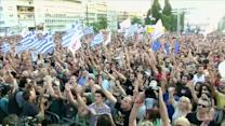 """'Yes' and 'No"""" camps take to the streets in Greece"""
