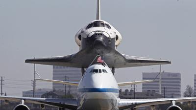 Space fans get last look at Endeavour in flight