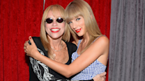 Taylor Swift and Carly Simon Duet Performance
