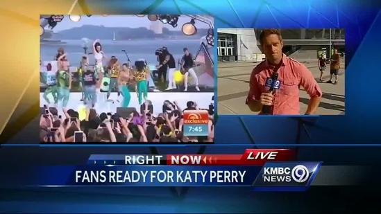 Fans line up early for Katy Perry's Sprint Center show