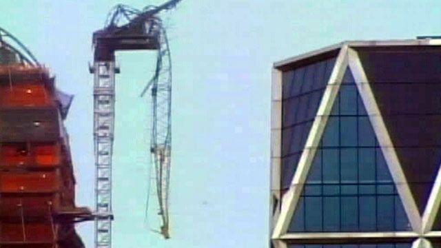 High winds cause partial crane collapse in New York City