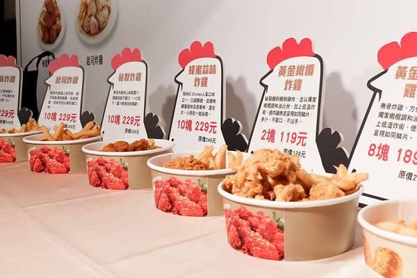 這次「bb.q CHICKEN」與全家合作推出八款餐點,不同風味的炸雞配合薯條、韓式炸年糕兩種副食令人垂涎。