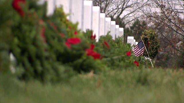 Donation surge brings 140K holiday wreaths to Arlington Cemetery